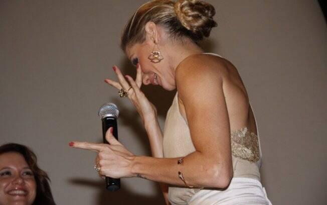Deborah se emocionou durante a apresentação do filme