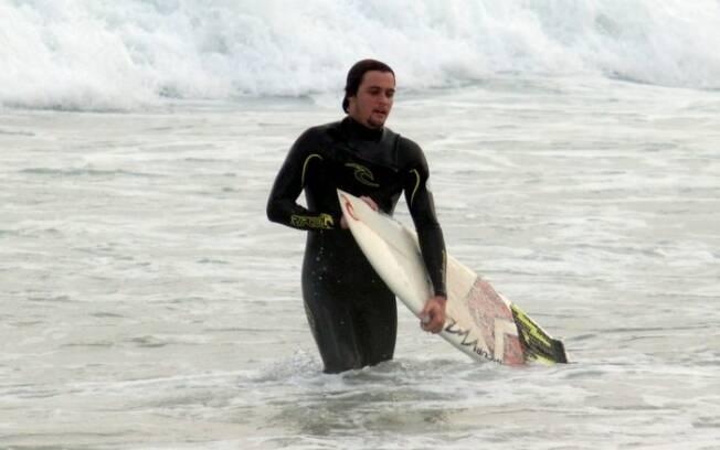 Felipe Dylon surfava na praia de Ipanema quando socorreu uma banhista no mar