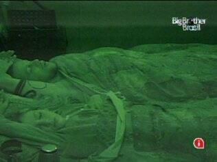 Diogo e Adriana dorme na mesma cama