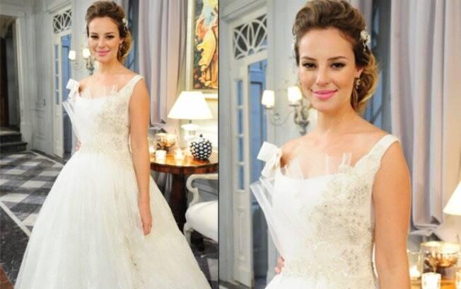 Marina com o vestido que vai usar no casamento com Pedro