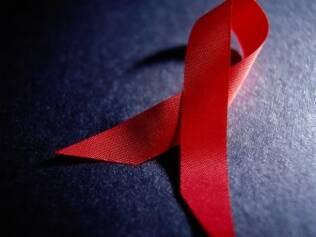 Pessoas infectadas pelo HIV não sabem como contar o diagnóstico ao marido e acabam em silêncio