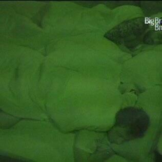 No quarto do líder, Igor e Cristiano dormem sossegados