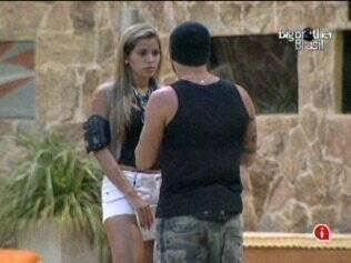 Adriana pede para Diogo ser mais carinhoso com ela