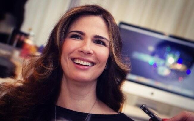 Luciana Gimenez descontraída antes das gravações