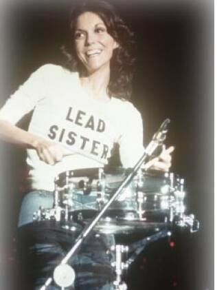 Superstar do final dos anos 70, Karen Carpenters morreu aos 33 anos por causa da anorexia