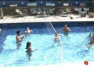 Tarde com muitas competições na piscina