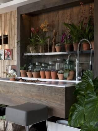 A bancada de jardinagem criada por Fabio Galeazzo está à venda sob encomenda