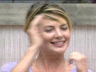 Diana ri com os comentários de Pedro Bial