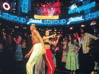 Júlia Matos (Sônia Braga) dança com o Dzi Croquette Paolette na famosa cena de
