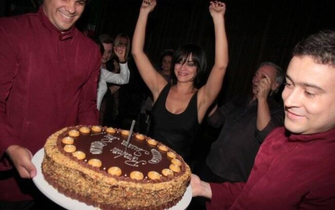 Susana Pires comemorou aniversário do Londra e recebeu Ashton Kutcher em sua festa