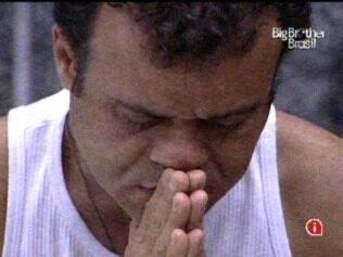 Daniel aproveita solidão para rezar