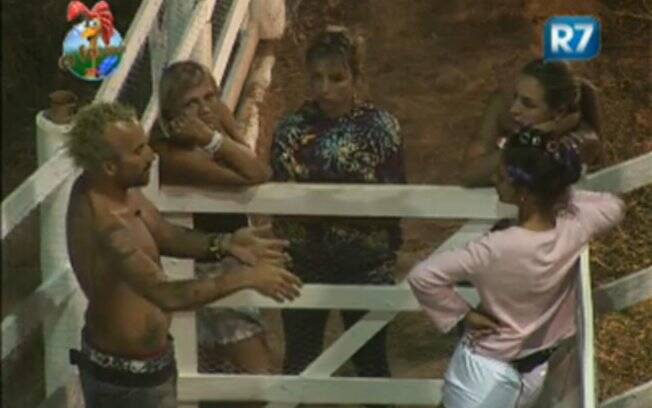 Roceiros recebm a visita dos colegas e falam sobre outros confinados