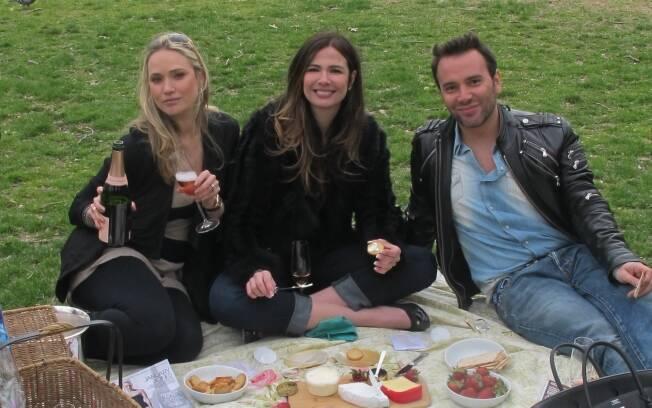 Fabiana Saba, Luciana Gimenez e Matheus Mazzafera gravam no Central Park