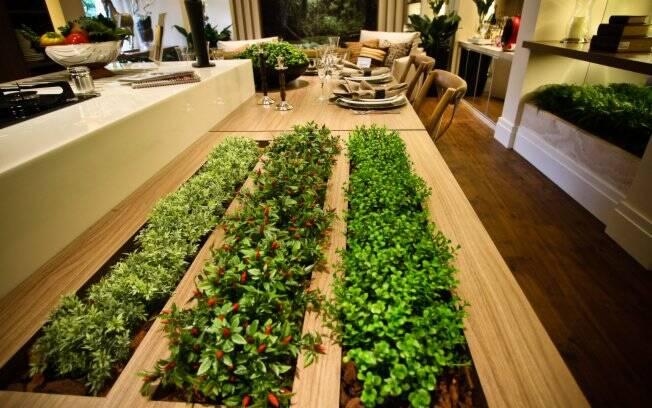 Os temperos agregados à mesa deram charme e beleza à Cozinha da Família, dos arquitetos Ana Cristina Quitete e Leonardo Faria