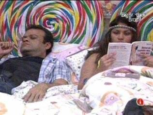 Maria e Daniel relaxam no Quarto Jujuba