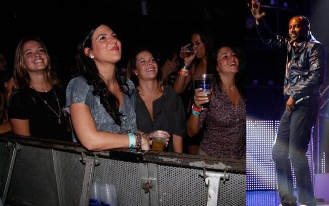 Fernanda Souza curtiu o show do namorado ao lado de uma amiga
