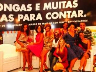 Juliana Alves, ao lado do elenco: