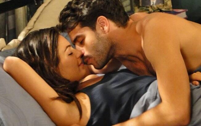 Renato e Marcela dormem juntos