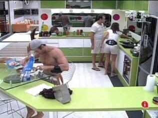 Brothers preparam a refeição desta noite