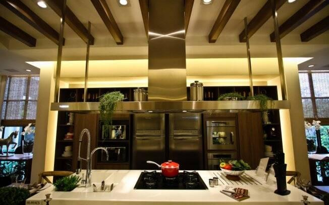 Segundo Viko Tangoda, a bancada é um dos principais elementos de uma cozinha. Segundo o chef, cozinheiro nenhum gosta de pouco espaço para cozinhar