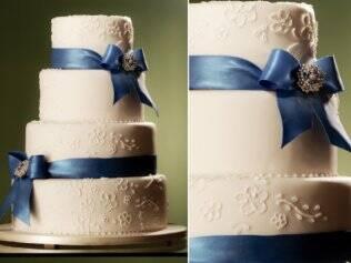O azul dos laços dá um toque moderno ao bolo clássico da The King Cake