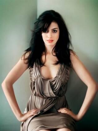 Anne Hathaway: vilã sexy