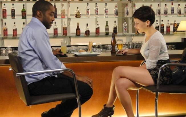André e Leila se encontram em restaurante