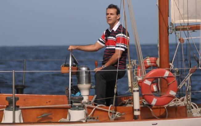 Maurício passeia e leva susto em alto mar