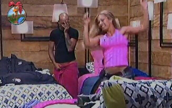 Valesca provocou Dinei dançando e cantando