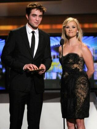 Eeese Witherspoon e Robert Pattinson