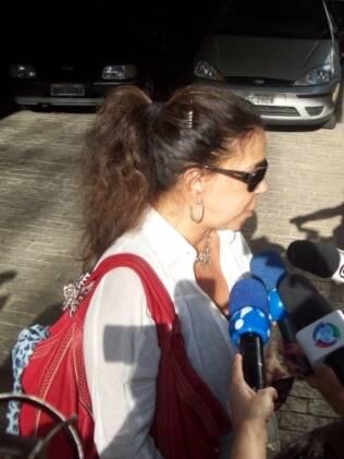 Martinha fala com a imprensa e lamenta a morte de Ana Paula