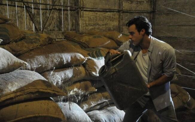 Josué fez parceria com Minerva e acabou com as sacas de café da fazenda de Abner