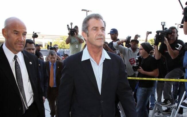 Mel Gibson chegando ao tribunal nesta sexta-feira (11)