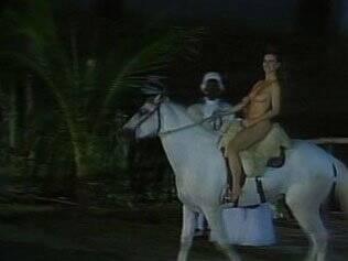 Maitê Proença, nua no cavalo em