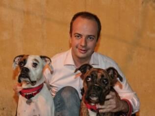 Igor mora em apartamento e queria que os cachorros fizessem mais atividades