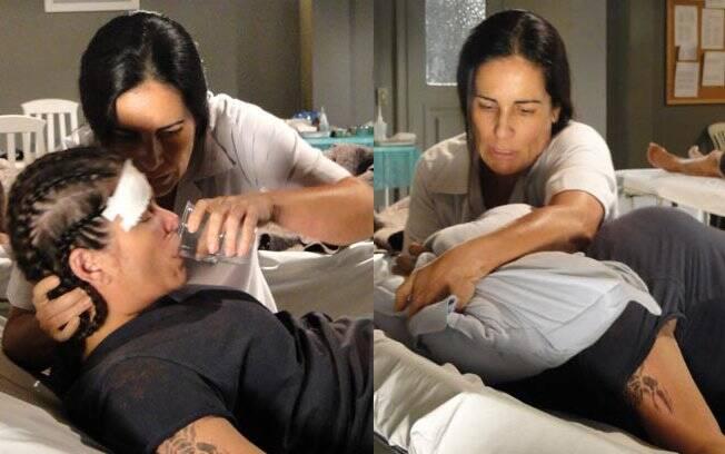 Norma oferece tranquilizante para a Araci e depois a mata por asfixia