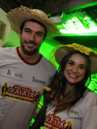 Daniel Bueno com a namorada