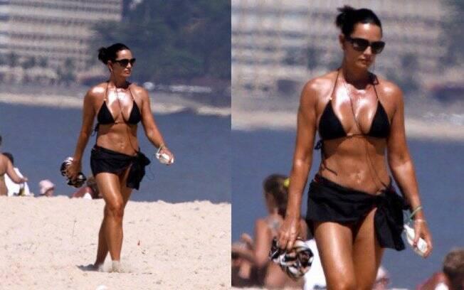 Luiza Brunet na praia de Ipanema