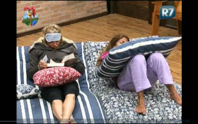Duda faz compania para Raquel Pacheco durante a madrugada