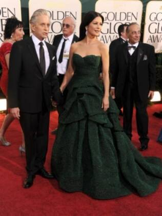 Michael Douglas, com Catherine Zeta-Jones, volta ao tapete vermelho após vencer um câncer