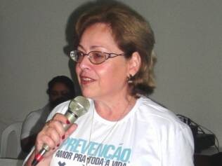 Beatriz se descobriu portadora de HIV na maturidade e criou ONG para levar informação a mulheres como ela