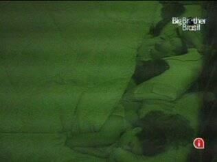 A Líder Talula dorme com os amigos em seu quarto