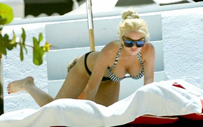 Lindsay Lohan curte dia de sol em Miami