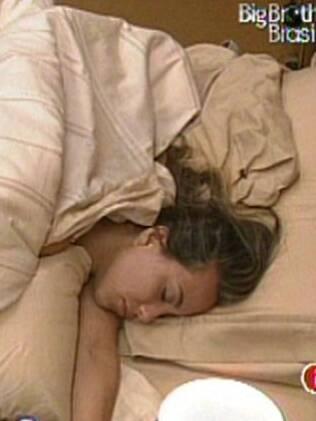 Michelly dorme na Solitária