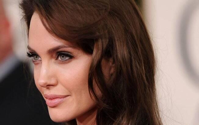 Angelina Jolie: a atriz pretende adotar uma menina
