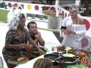 Janaina, Daniel, Adriana, Maurício e Diana almoçam na Casa Luxo