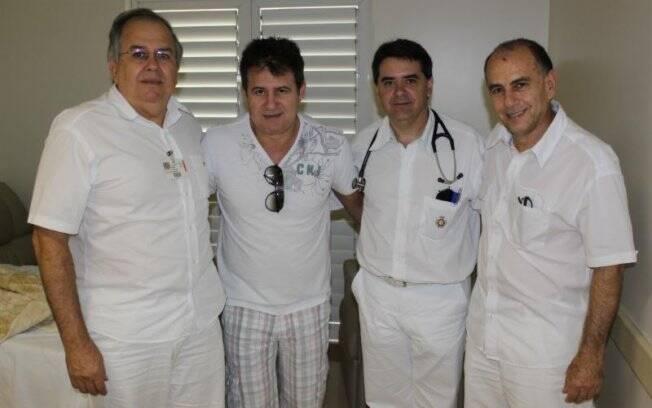 Marrone e a equipe médica do Hospital de Base de São José do Rio Preto