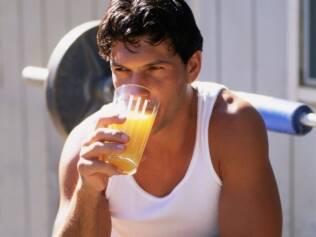 Laranja é rica em vitamina C e ajuda na recuperação do organismo