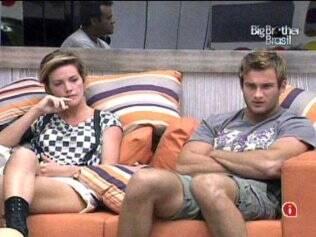 Diana e Daniel aguardam programa ao vivo