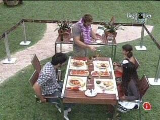 Brothers têm almoço italiano na área externa